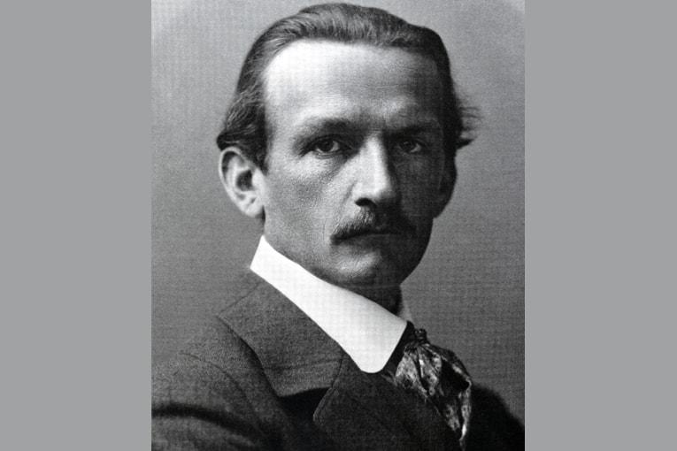Max Berg, en 1909, au moment de son arrivée au poste d'architecte municipal de Breslau, aujourd'hui Wroclaw. [©DR]