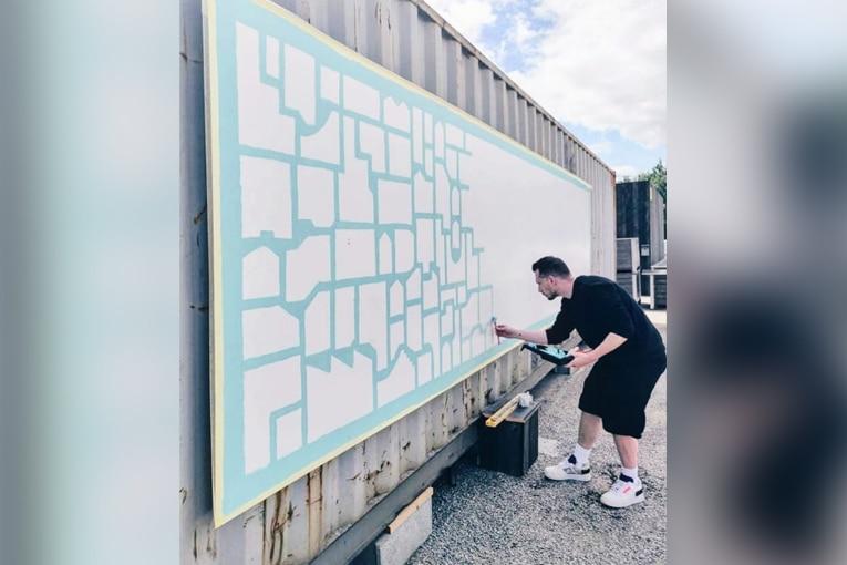 Le Street artiste nantais Dr Paper a réalisé une fresque de 8 m. [©Les Nantais]