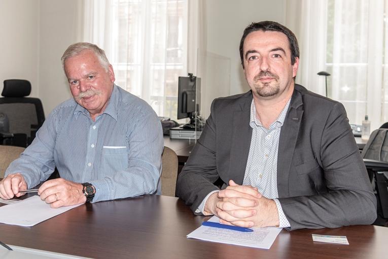 """De gauche à droite, François Gaudin, président du comité particulier """"boîtes d'attente"""", et Eric Caniac, directeur technique de l'Afcab (Association française de certification des armatures du béton).[©ACPresse]"""
