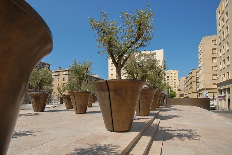 Bacs à arbre en Bfup à Marseille.