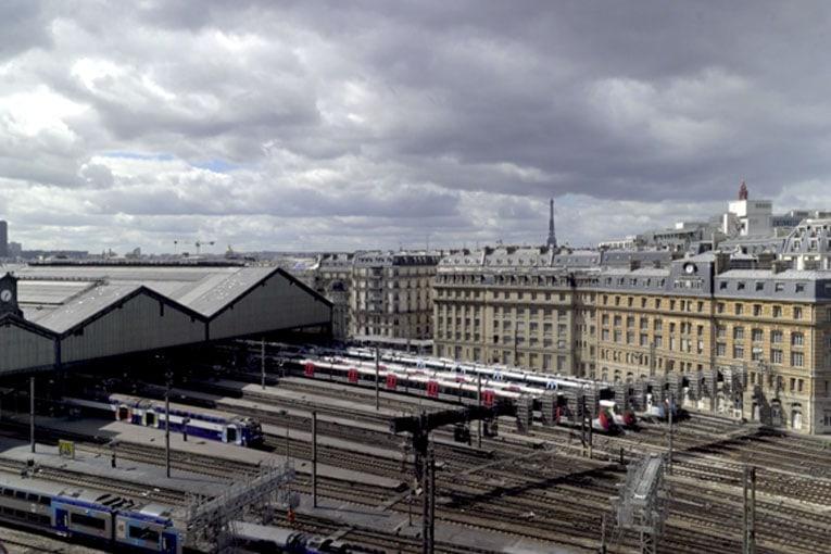 « J'aime bien la gare Saint-Lazare. Ou plutôt non, je ne l'aime pas trop »,explique le romancier Philippe Jaenada. [©Stefan Cornic]