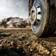 La marque allemande Continental a développé le Conti CrossTrac, une nouvelle gamme de pneus pour la construction. [©Continental]