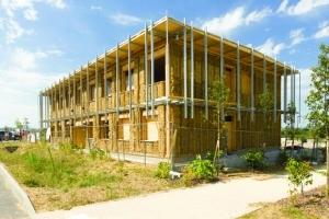 Siège d'Izuba énergies : bois, paille, terre et démarche négaWatt (sobriété, efficacité énergétique et énergies renouvelables). Atelier C1.[©Izuba énergies]