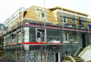 C'est le travail sur les modénatures, qui va contribuer fortement à l'évolution esthétique de la maison. [©FCA]