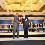 Guy Sido, Pdg du groupe Vicat avec un représentant du gouvernement du Karnataka. [©Vicat]