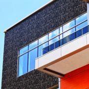 Wysips Cameleon, une façade photovoltaïque, qui transforme l'enveloppe des bâtiments en façade esthétique et active.[©Sunpartner Technologies]