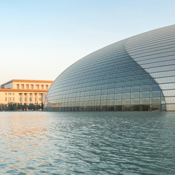 Le Grand théâtre national de Chine constitue une des dernières réalisations en date signée Paul Audreu. L'opéra a ouvert ses portes le 22 décembre 2007. [©Paul Maurer/Paul Andreu Architecture]
