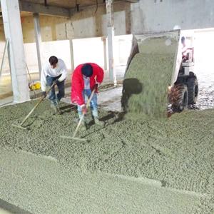 La dalle du parking de la piscine Frot de Meaux a été réalisée avec un béton Aquacimo Drainant d'Eqiom. [©Eqiom]