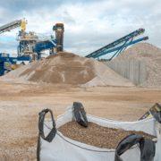 Unité de production des granulats Granudem, issus du recyclage et de la valorisation des béton de démolition. Un process développé par l'entreprise Poullard. [©ACPresse]