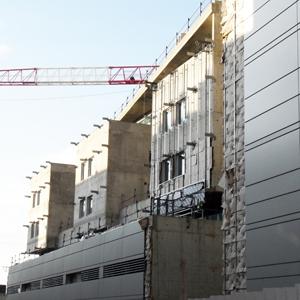 """Le """"décret tertiaire"""" impose la réalisation de travaux d'amélioration de la performance énergétique de tous les bâtiments, publics ou privés, d'une surface supérieure à 2 000 m2."""