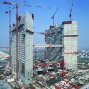 La Grande Arche de La Défense a fait la part belle au BHP. [©Bouygues]