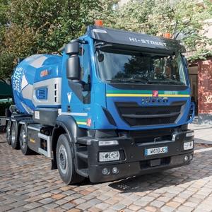 Le camion Oxygène - un porteur Iveco Stralis à moteur au gaz et un tambour électrique Cifa Energya E9 - constitue un excellent outil de livraison en zone urbaine. [©ACPresse]