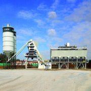 """Une centrale à béton Elkon de type """"Elcomix-120"""" est en cours d'installation pour un industriel francilien. [©Elkon]"""
