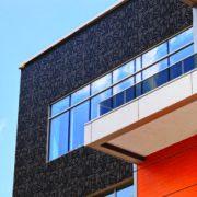Sunpartner Technologies a été récompensé de l'or pour sa façade photovoltaïque esthétique Wysips Cameleon [©Sunpartner Technologies]
