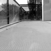 La matrice marie l'anti-glissance et l'esthétique pour des balcons en béton architectural.