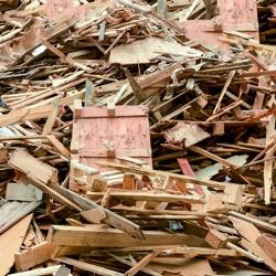 """signant """"l'Engagement pour la croissance verte (ECV) relatif à la valorisation des déchets de bois"""", l'industrie cimentière souhaite augmenter de 90 % la quantité de déchets de bois utilisée dans les processus de production du ciment à l'horizon 2020. [©Federec]"""