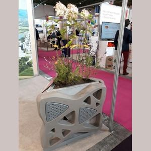 Lors de la Sim, Vicat a présenté sa jardinière Odyssée [©Vicat]