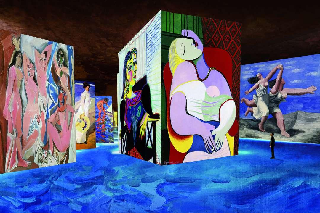 Au milieu d'immenses concrétions minérales, une exposition numérique immersive sur l'œuvre de Picasso et des maîtres espagnols prend forme sous les yeux ébahis des visiteurs. [©Simulation. [©Succession Picasso 2018]]