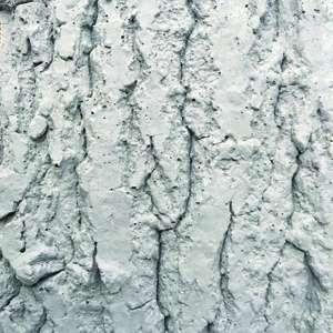 Christophe Rovelli est un magicien du béton décoratif, qu'il décline à l'infini. Il mêle, sans cesse, l'aspect brut du béton, sa minéralité, aux surfaces lissées avec des irrégularités, voire des tatouages. [©Rovelli Design Béton]