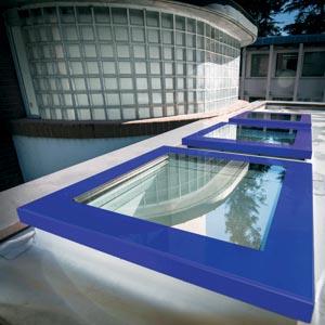 Les fenêtres ColourLine de Fakro allient efficacité énergétique et esthétisme. [©Fakro]