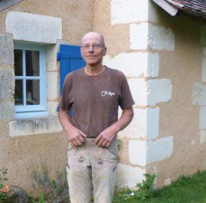 Jean Luc Huger devant sa maison… neuve ! [©Entreprise Huger]