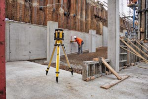 Le LAR 350 est un laser de pente 2 axes, intégralement automatique pour le nivellement horizontal et vertical. [©Stabila]