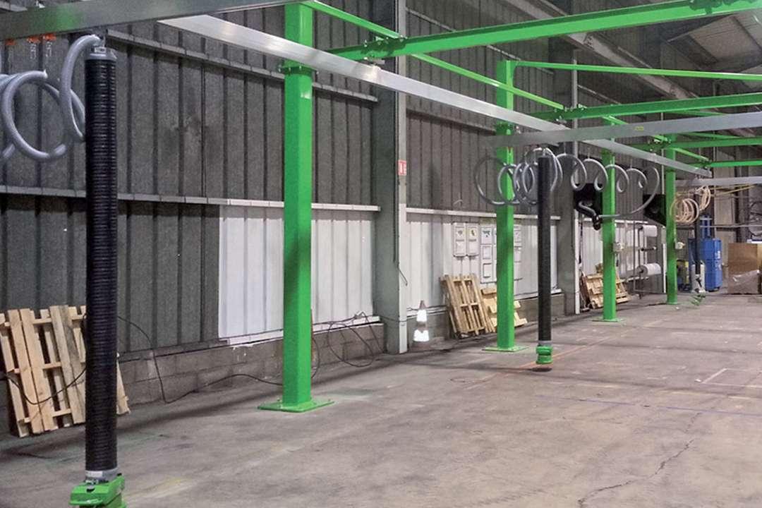 La nouvelle solution de ponts roulants de Manu-LM permet la manutention aisée de pièces et objets en usine. [©Manut-LM]