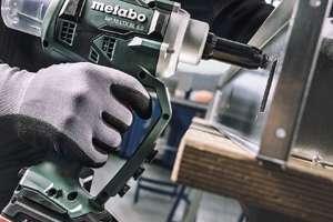 La nouvelle riveteuse sans fil NP 18 LTX BL 5.0 de Metabo permet de placer un rivet en une seconde. [©Metabo]