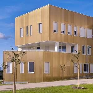 L'université de Metz affiche ses façades en or. [© Myral ]