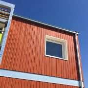 Des couleurs tendance soulignent désormais le bardage bois Clienxel, ici Terre Cuite. [©KASO atelier d'architecture]
