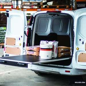 En sortant du véhicule, le plancher coulissant de Rolide permet de faciliter l'accès au contenu du véhicule, et ce, à hauteur d'homme. [©Rolide]