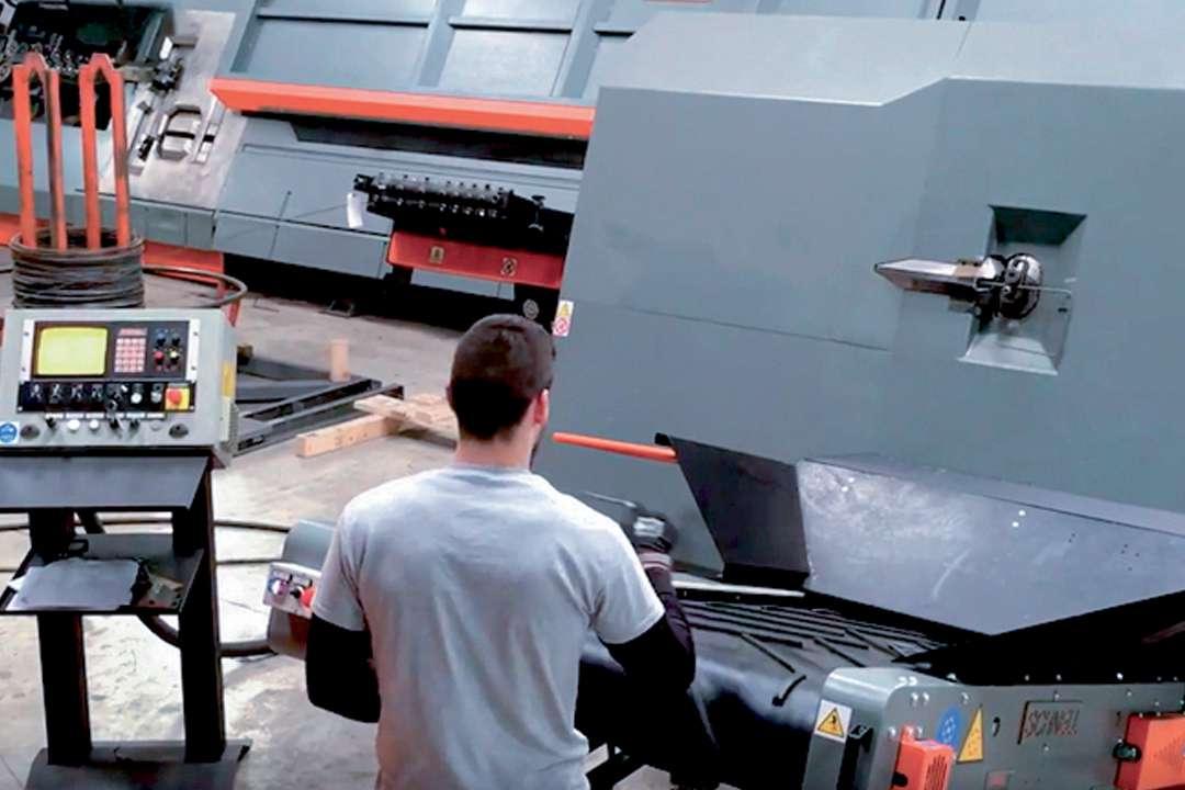 Le tapis roulant Nastro permet aux collaborateurs de travailler en toute sécurité. [©3R]