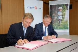 Signature partenariat Vinci Construction France / OPPBTP Nanterre. 92050. 8 juillet 2015.