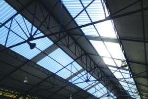 La gamme Onduclair Thermo est une solution complète constituée de panneaux de couvertures transparentes, qui s'adaptent aux panneaux sandwich.
