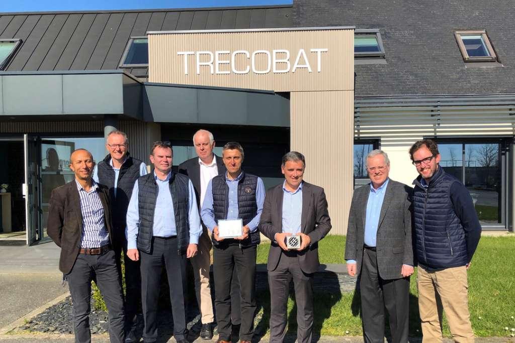 """Les équipes de Trecobat ont reçu le premier prix du concours SNBPE """"Bâtiment durable E+C-"""" pour une maison témoin à Guipavas (29). [©Trecobat]"""