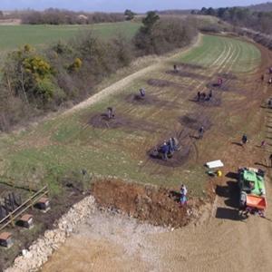 Journée de plantation sur la carrière Vicat de Maizières (54), le samedi 24 mars. [© Photo de drones prise par M. Mougeot]